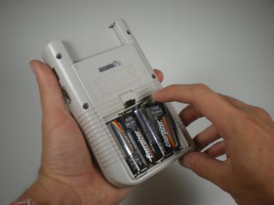 Gameboy Classic Shell Vervangen - Batterijen verwijderen